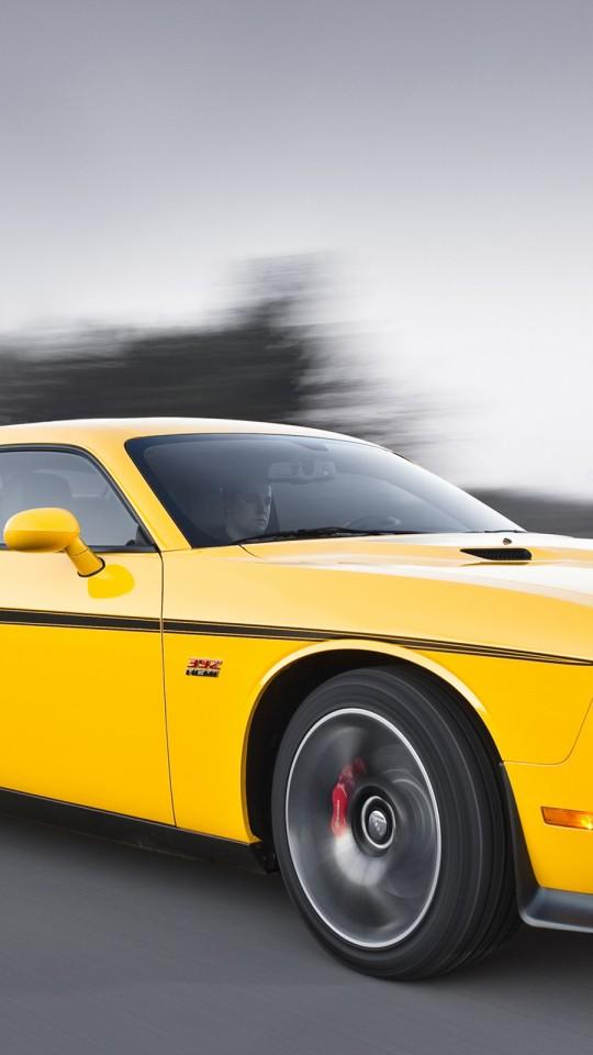dodge challenger yellow autos weblog. Black Bedroom Furniture Sets. Home Design Ideas